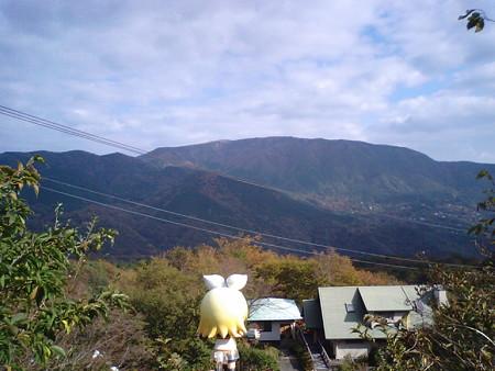 リン:「うひゃぁーーー!! ものすごい山の中!! ちょっと硫黄の...