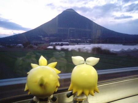 薩摩川尻→東開聞。 リン:「開聞岳ってホント、綺麗な形してるよね...