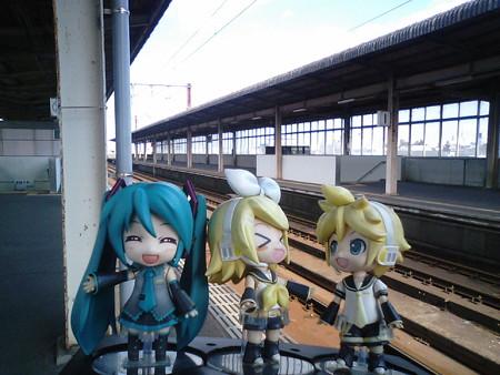 西都城駅に到着。次の宮崎行きがここ始発なので、ここで乗り換えます...