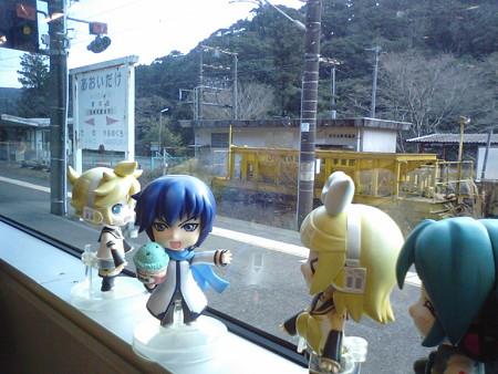 青井岳駅に停車。 兄:「あおいだけ!! まさに俺のための駅なのだ...