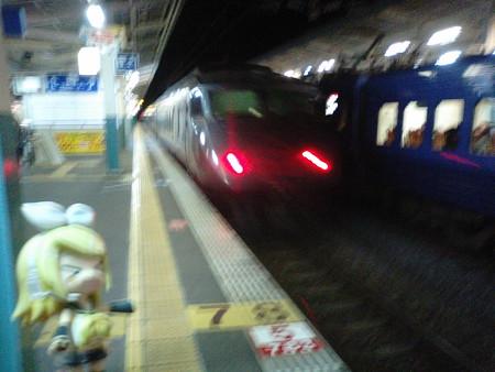 中津駅で、特急「にちりんシーガイア」待ち。 リン:「出、出~~~...