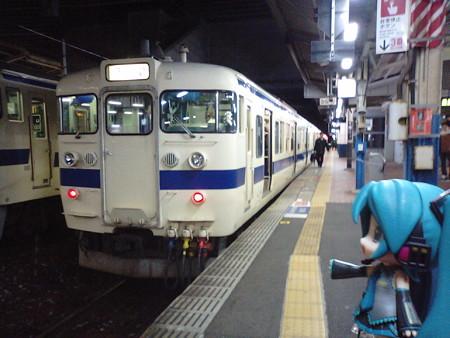 関門トンネルを下関へ渡るのも、415系電車です。 ■小倉  23:14 → 下関...