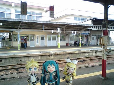 益田駅に到着です。次に乗る列車まで、2時間以上も空きます。 ミク...