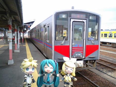 常時改札してるので、もう列車に乗り込んでスタンバイしてます。益田...