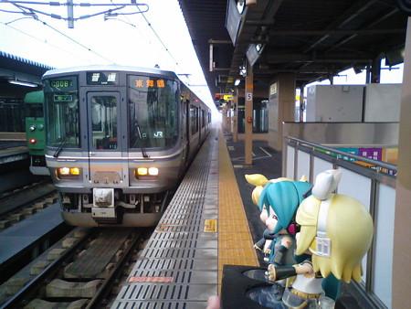 では北陸に向けて突き進みますよー\(゜∀゜)/ 舞鶴線の電車も、223...
