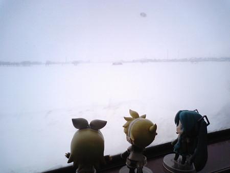 豊幌→幌向間、7分遅れ。 リン:「大雪原ー♪♪♪」 レン:「こうい...