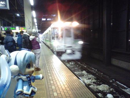 雪ミク:「それでは山線経由で函館まで、普通列車の旅まいりまぁーす...