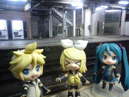 福島駅に到着 …… しましたが、降りなくていいらしい。 レン:「今乗...
