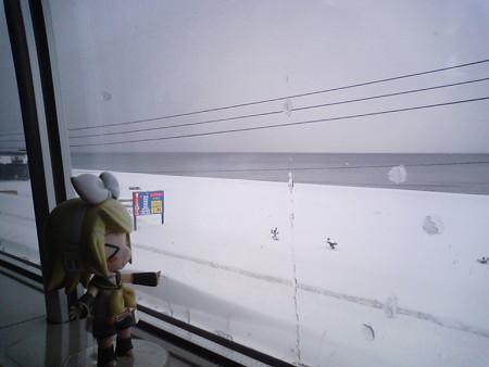 間もなく蟹田駅に停車。 リン:「津軽海峡、冬景色ィーー♪♪」