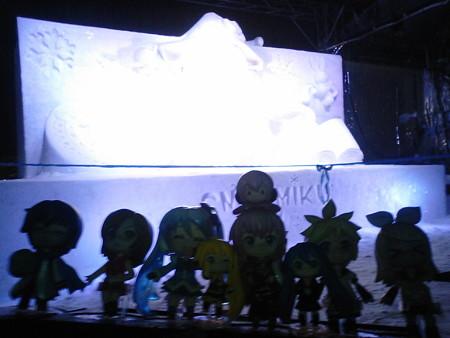 雪ミク:「西11丁目の、雪ミク雪像会場に到着しました♪」