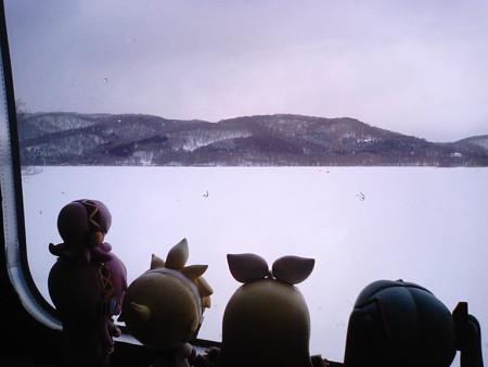 大沼公園→函館間、大沼付近。進行右手に見えるこれは、小沼です。 ...