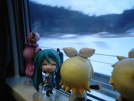 リン:「トンネル脱出すたー(≧▽≦)ゞ ミク:「本州に戻ってきました...