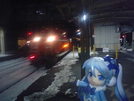 雪ミク:「青森駅4番線に、寝台特急『あけぼの』入線です!」