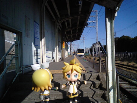 リン:「バイバァーイ♪ 達者でなぁーww」 レン:「電車行っちゃっ...