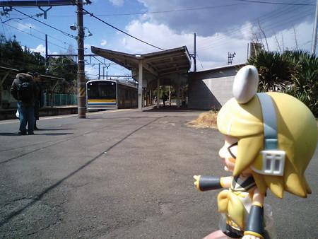 浅野駅の手前(鶴見方)で海芝浦支線が分岐していて、浅野駅はまった...