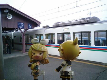長瀞駅に停車。 リン:「ながいながーーいとろろ芋の名産地!!」 レ...