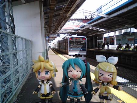 高座渋谷駅に到着! リン:「高座豚の名産地ー♪」 ミク:「駅から千...