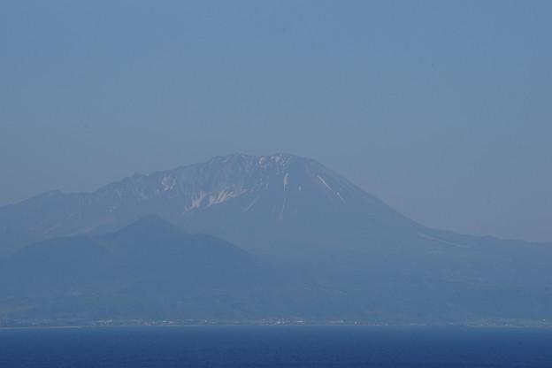 美保関灯台から大山を望む