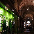 神戸大丸 緑色のショーウィンド_03