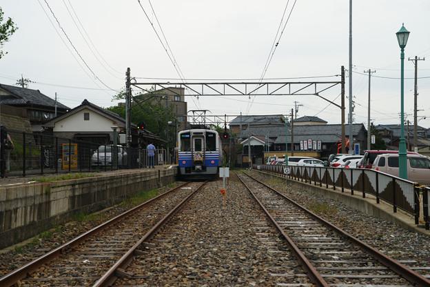 三国港駅 停車する電車_02