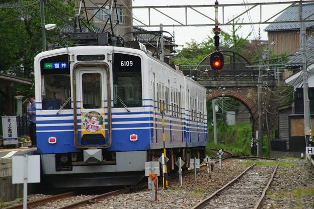 三国港駅 停車する電車_03