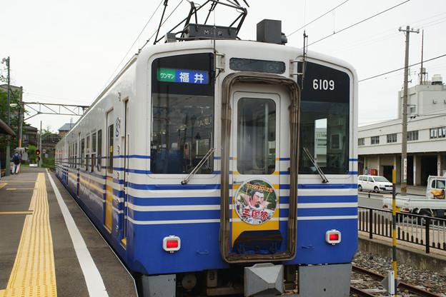 三国港駅 停車する電車_04