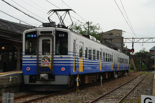 三国港駅 停車する電車_05