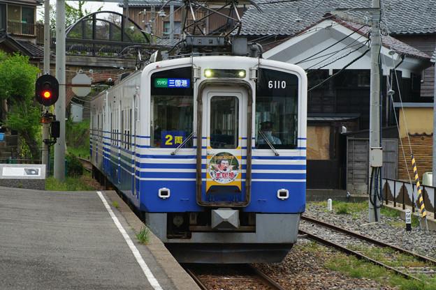 三国港駅 入線する電車_02