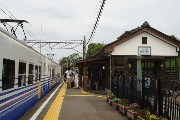 三国港駅 入線する電車_03