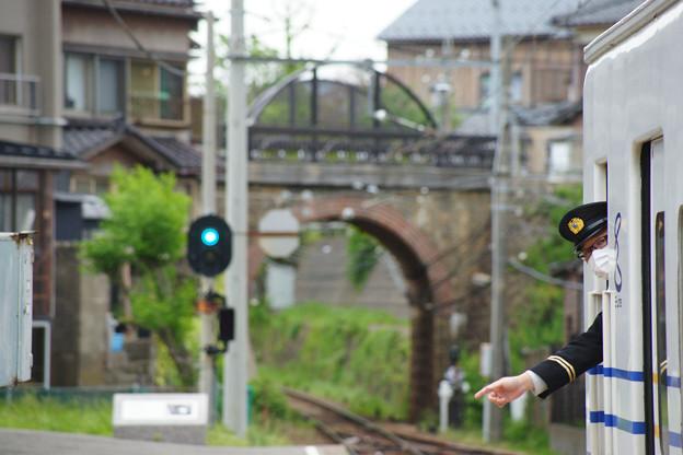 三国港駅 発車する電車_01