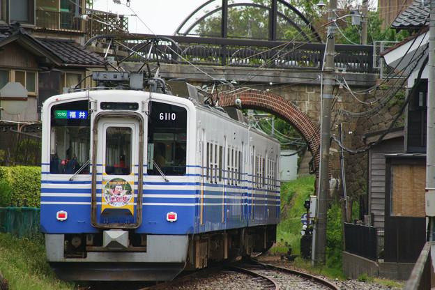 三国港駅 発車する電車_05