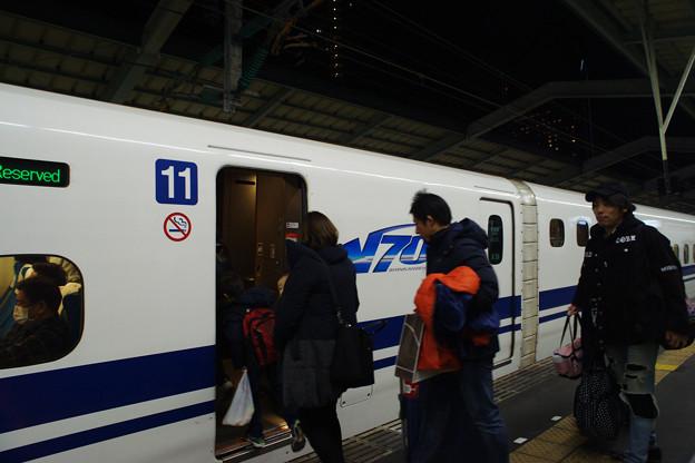 新神戸駅で のぞみ62号_01
