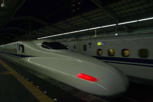 新神戸駅で のぞみ188号_03
