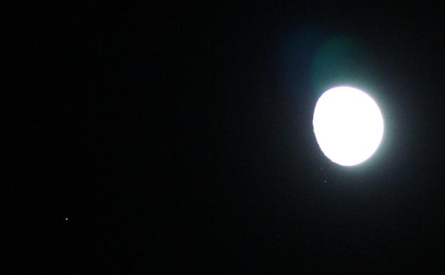 月とアルデバラン