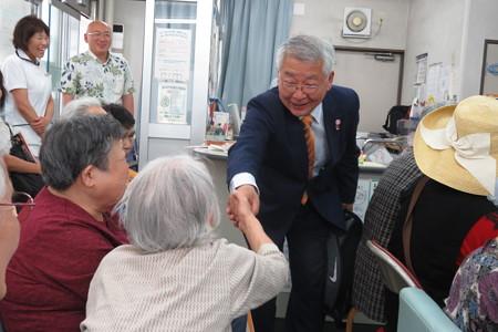 津川さん 握手