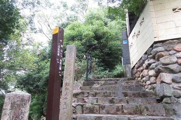 布引滝への道_03
