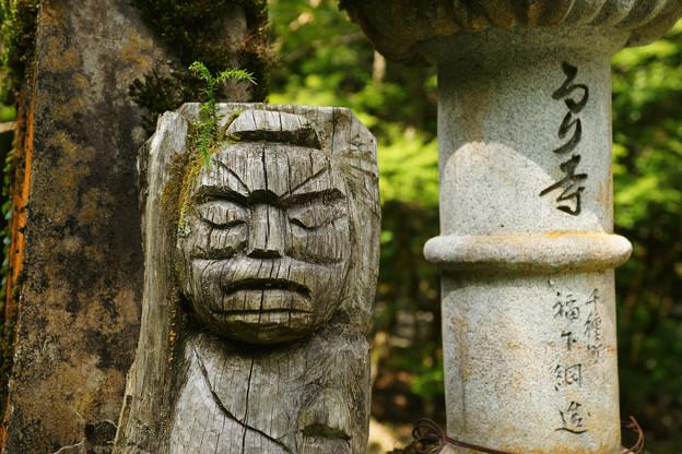 るり寺 面の像
