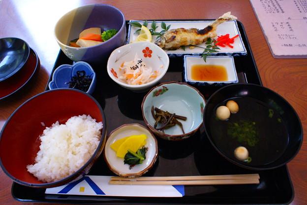 写真: 02_井倉洞での食事_01