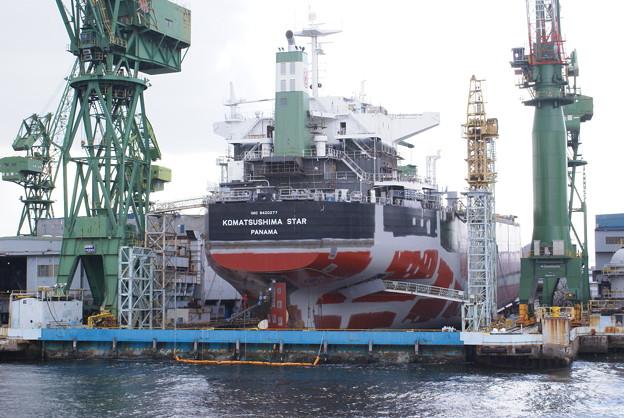 神戸港めぐり_03 川崎重工業 船の修理1