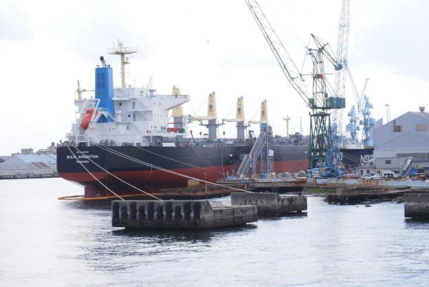 神戸港めぐり_04 川崎重工業 船の修理2