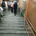 花隈駅 通路が狭く_02