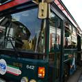 写真: シティループバスに乗る