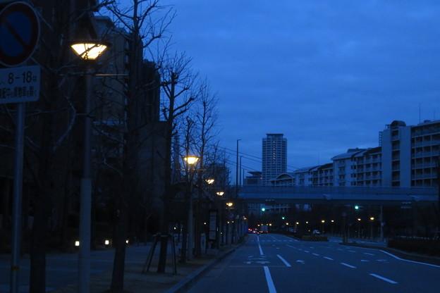 HAT神戸 連なる街灯_04