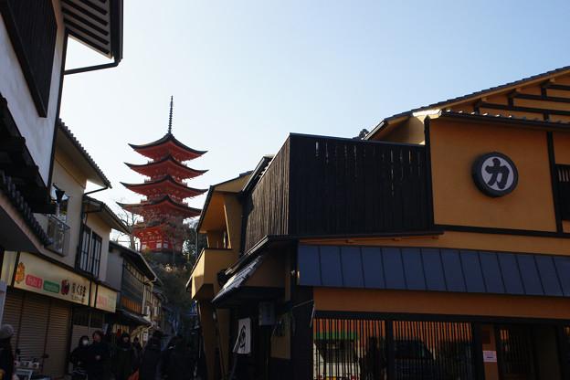 宮島 町家通りから五重塔