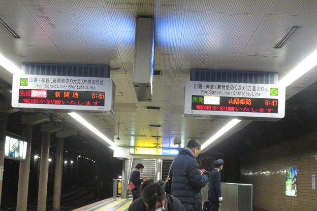 高速神戸駅 阪神阪急同時到着_01