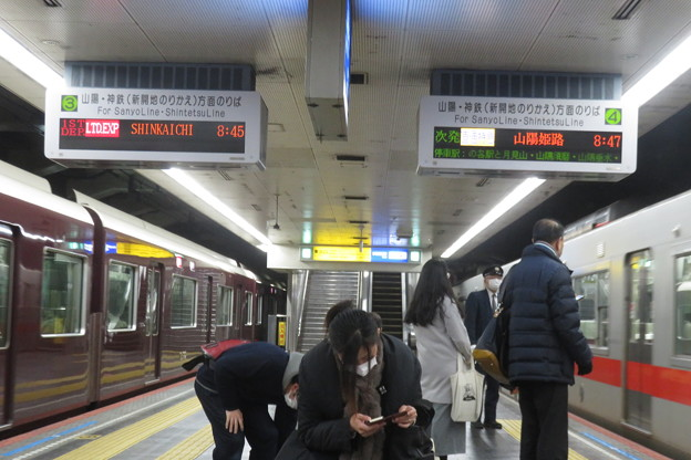 高速神戸駅 阪神阪急同時到着_03
