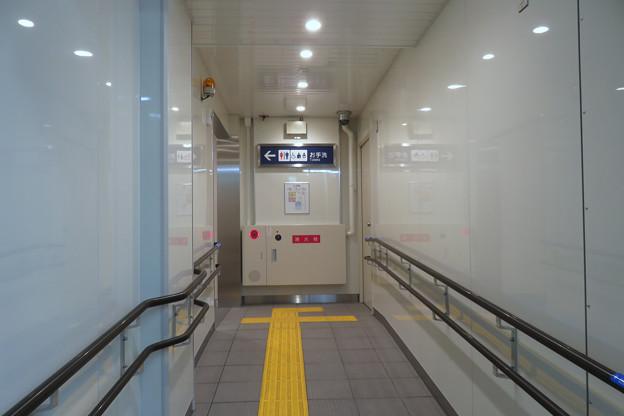 花隈駅 多機能トイレ_01