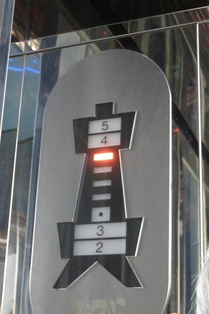 通天閣エレベーター 2F→5F_06