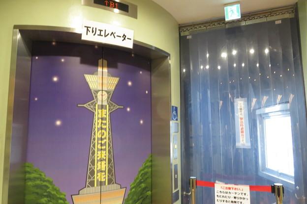 通天閣 エレベーター2F→地下