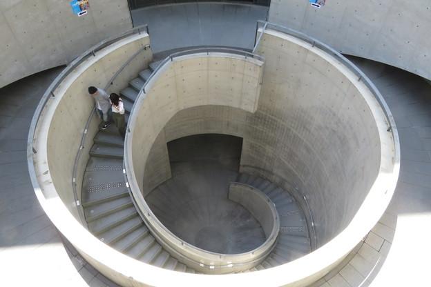 県立美術館 らせん階段